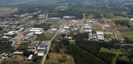 Distrito Industrial-É Composto por 387 Indústias, sendo 130, empresas multinacionais. O Distrito Industrial representa a maior arrecadação do município de Cachoeirinha.
