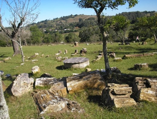 Fósseis da Praça Santo Brugalli em Mata