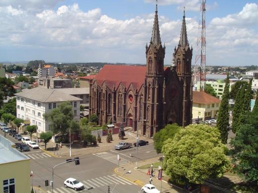 Praça Central e Catedral Nossa Senhora de Oliveira