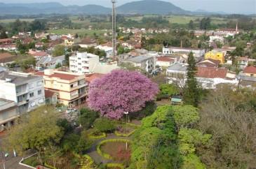 Praça Flores da Cunha